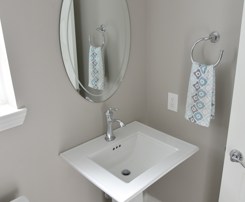 5 Tips To Avoid A Cramped Up Feel In A Small Bathroom